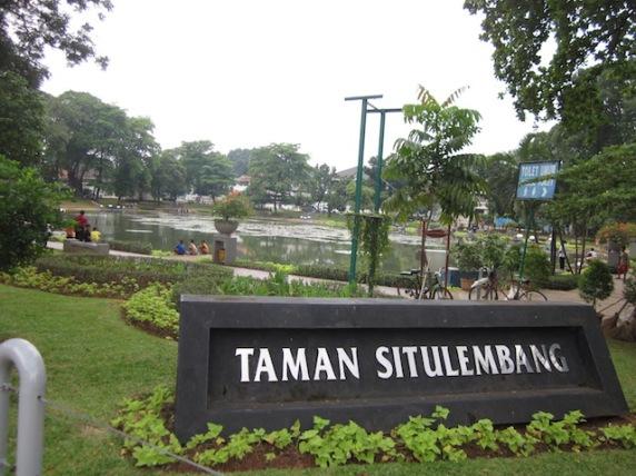 Taman Situ Lembang, a park in the middle of Menteng neighborhood